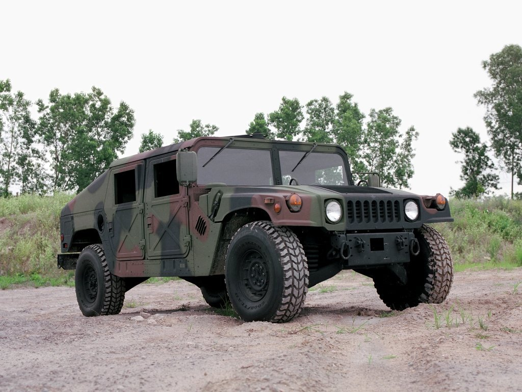 Автомобиль AM General HMMWV (Humvee)