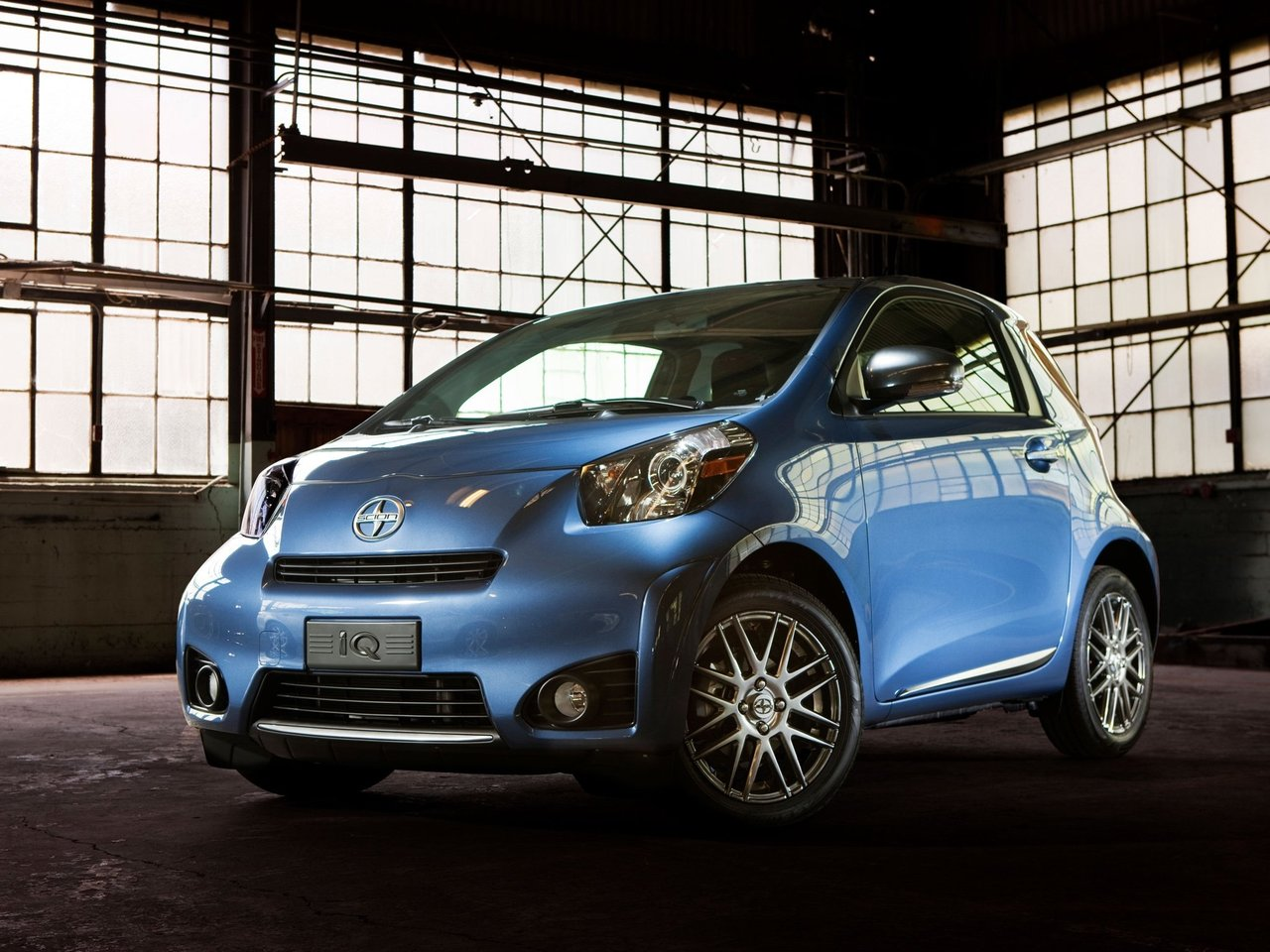 Автомобиль Scion iQ