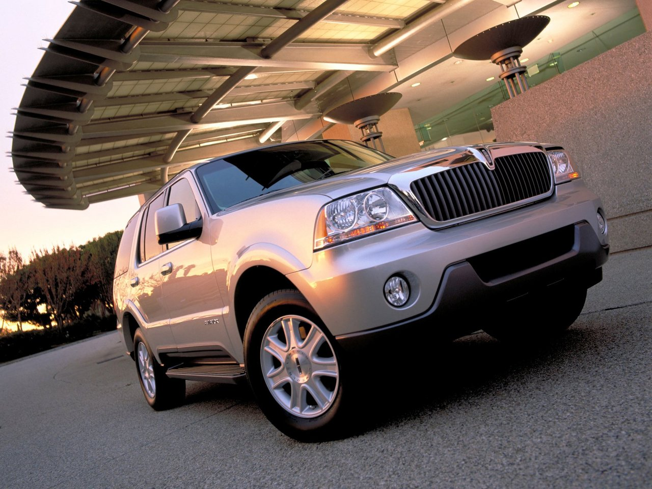 Автомобиль Lincoln Aviator
