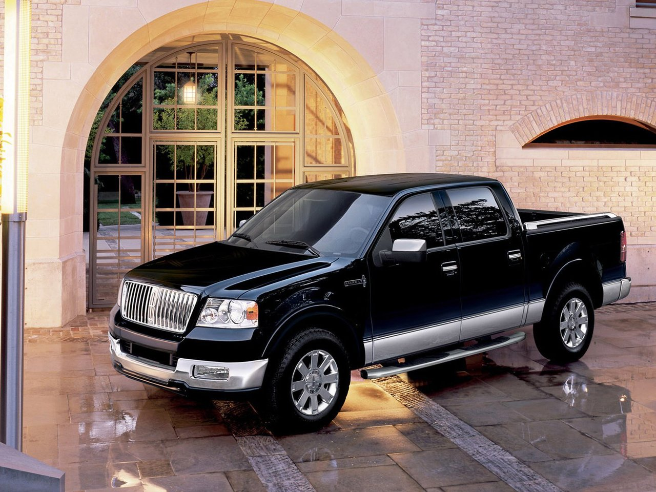Автомобиль Lincoln Mark LT