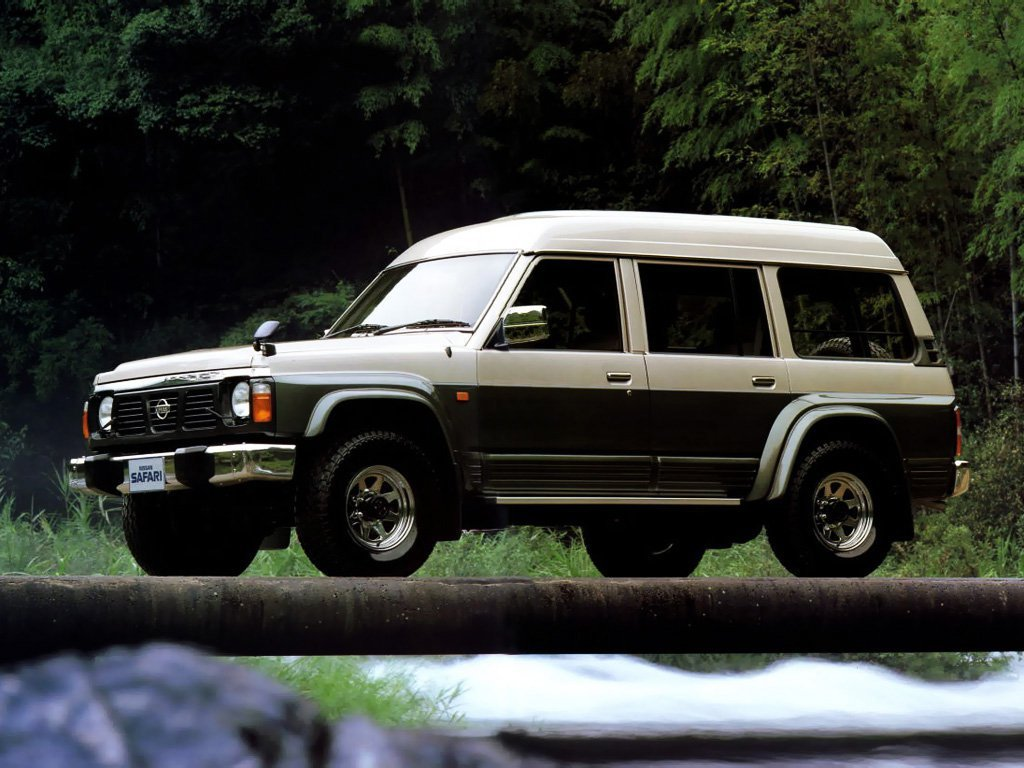 Автомобиль Nissan Safari