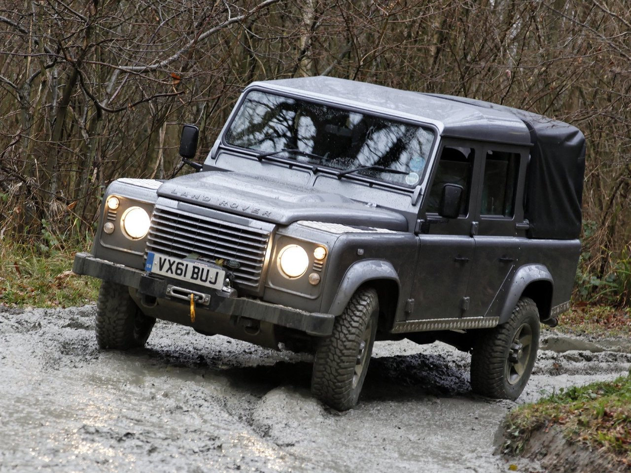 Автомобиль Land Rover Defender
